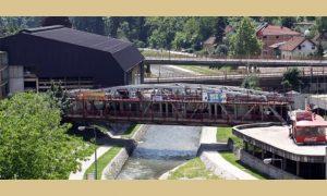 Železnički most sa lokalima sa južne strane, foto Užice oglasna tabla