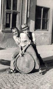 Sem što je voleo muziku Jovo Rosić je voleo boemski život i užičku šegu
