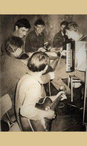 """""""Veseli dečaci"""" na probi 1961. godine"""