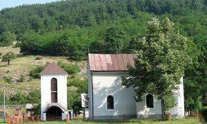 Bioštanska crkva u centru sela