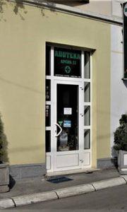 Prva Arsić apoteka u ulici Momčila Tešića na Lipi
