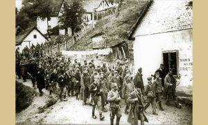 Partizani i četnici sprovode zarobljene Nemce niz Marin breg na Carinu