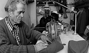 Đorđe Jokić u svojoj krojačkoj radnji