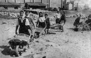 Zlatiborska udarna brigada na gradilištu (novinska fotografija)
