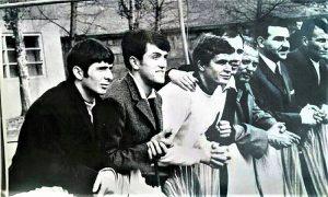 Slobodan Dogandžić i Radomir Andrić sa prijateljima zaljubljenicima u fudbal u Titovom Užicu