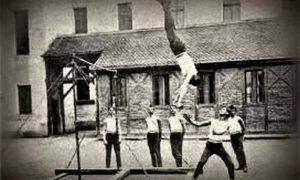 Sokoli vežbaju u dvorištu užičke Gimnazije