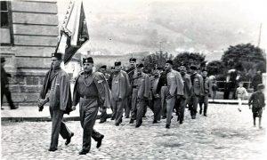 Užički Sokoli na smotri marširaju kod Parčića i Gimnazije 1937. godine