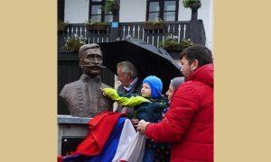 Aleksa Popović otkriva bistu slavnom pretku Aleksi Popoviću
