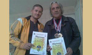 Desno Mikica Jevtić Ćuban, nagrađivani odgajivač ptica