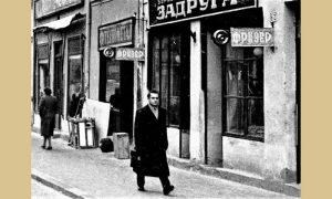 Profesor Milutin Pašić snimljen na putu prema užičkoj gimnaziji