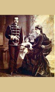 Knez i knjeginja, kasnije kralj i kraljica Milan i Natalija Obrenović sa sinom budućim kraljem Aleksandrom