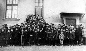 Pitomci Doma 1929. godine čekaju da se vrate u Užice