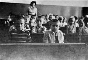 Od prvog razreda do drugog razreda gimnazije sam sedeo u skamiji