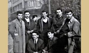 Užički mladići pedesetih ispred Malog parka