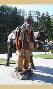 Zlatiborski brzi voz, skulptura na Kraljevom trgu
