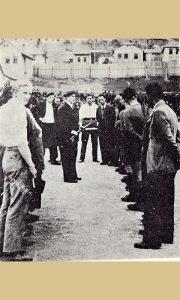 Otvaranje stadiona, predaja puške partizanke prestavnicima Partizana, 24. septembar 1946.