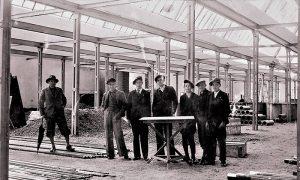 Postavljanje metalne konstrukcije za novu fabriku 1937 god.
