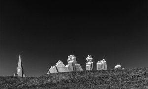 Skulptorski elementi od belog betona (foto Veselinović)