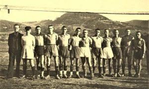 FK Železničar na terenu u Krčagovu, s leva 5. i 6. braća Đurići