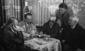 Užičko boemsko društvo za poštovanje ispred Gradske kafane