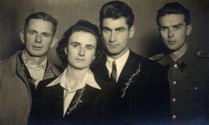 Sa Mihailovog venčanja, kumovi Vojo Bojović levo, Sreten Penezić desno