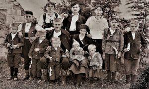 Velika porodica sa jedanaestoro dece