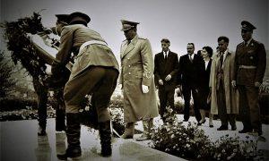 Stanka Laković polaže venac na Partizanskom groblju