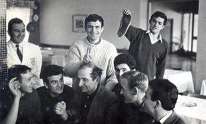 Mifa Šerif u šegi sa užičkim fudbalerima, s leva: Đorić, Pešo Milosavljević, Mifa Šerif, Slović, Peco Bogdanović, Pavik drži uši (foto poslao Nemanja Nešić)