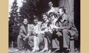 Petar sa prijateljima u Velikom parku, s leva: Grande, Mišo Vergović, Ljuba Jokanović, Nada Baruh, režiser Brane Ćelović, stoji Petar Tešić