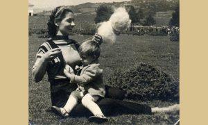 Sa mamom Verom 1954. na Beloj zemlji