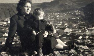 Sa mamom Verom 1955. nad Užicem na Steni na Pori