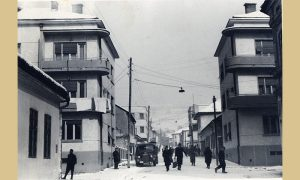 """Megdan sa novoizgrađenim zgradama bliznakinjama, levo se vidi do kafane """"Šumadija"""""""