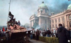 Užički buldožer na protestima 5. oktobra 2000. u Beogradu
