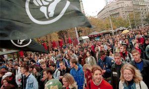 Članovi Otpora na protestima 5. oktobra u Beogradu