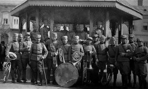 Vojna muzika ispred paviljona