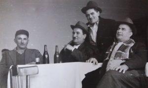 "Miodrag Mršević sa društvom u kafani ""Truman"""