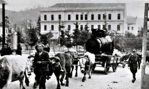 Rasklopljena lokomotiva u centru Užica