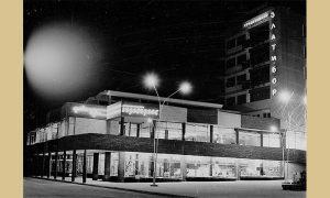 Pre rata okretnica korzoa bila je kod Burline kafane, a od šezdesetih od robne kuće Progres