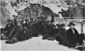 Užičani na startu trke bobova na Zlatiborskom putu 1940. godine