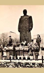 Titov spomenik nekad