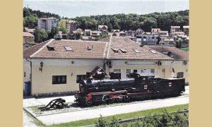 Železnički muzej sa ćirinom lokomotivom na kojoj su stihovi Radomira Andrića