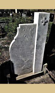 Od dobroseličkog belog mermera iz Vitomirovog rudnika spomenik precima na dobroseličkom groblju