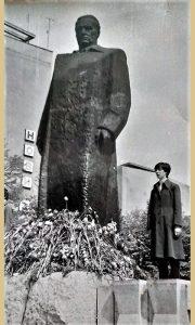 Pionirka Mirjana čuva brozanog maršala i 10.000 ruža i karanfila