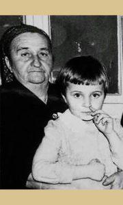 Babica Dara Grujičić sa unukom Zoricom