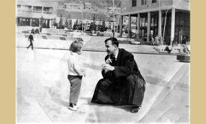 Mikoš Grujičić sa ćerkom Zoricom na Trgu