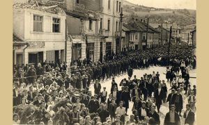 I prilikom proslave oslobođenja grada u samom centru je bilo dosta porušenih zgrada bombardovanjem