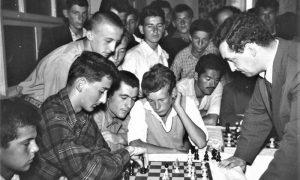 Simultanka 1956. velemajstora Marka Tajmanova