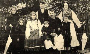 Veljko Lazić sa porodicom