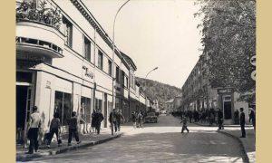 Kompletan blok na Lipi sa leve strane glavne ulice – srušen