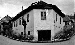 Upečatljiva kuća na raskrsnici na Rosuljama